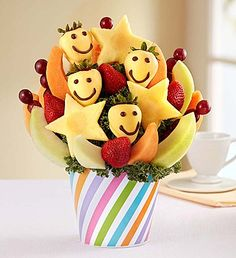 Our fun fruit creation is full of daisy-shaped pineapples, plump grapes, juicy melon and delicious dipped strawberries with happy faces. Edible Fruit Arrangements, Edible Bouquets, Fruit Gifts, Edible Gifts, Fruit Cake Watermelon, Fruit Cakes, Funky Fruit, Sugar Free Treats, Fruit Decorations