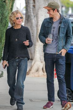 Jack Quaid Is a Handsome Gentleman During an Outing With Mom Meg Ryan c6a744703e