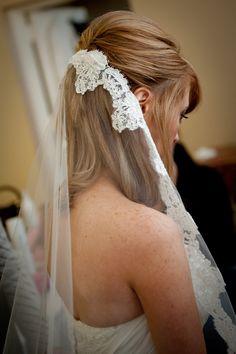 Romantic-bridal-accessories-wedding-hair-headpieces-mantilla-veil-3.original