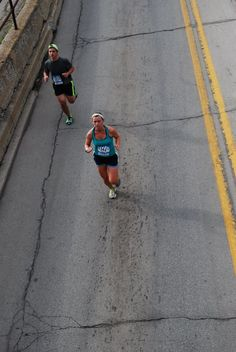 This fit mom of 2 ran a personal best half marathon just one year after baby #2. Check out her race recap of the fort 4 fitness half marathon in Fort Wayne, Indiana.