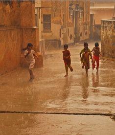 It's a Man's World - indiaincredible: Rain in India - Goa India, People Around The World, Around The Worlds, Cultures Du Monde, I Love Rain, Amazing India, Visit India, Its A Mans World, World Photography