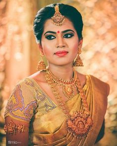 Looking for attractive blouse designs for your gold saree/ gold silk saree? Check out our picks of 5 beautiful blouse design that goes well with gold drape! Kerala Bride, Hindu Bride, South Indian Weddings, South Indian Bride, South Indian Jewellery, Indian Jewelry, Gold Jewellery, Jewellery Designs, Saree Wedding