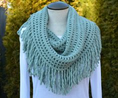 Minty Fringe Scarf from Lundy's Boutique - I could probably figure out how to crochet this...