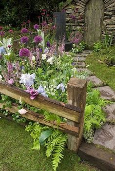 Garten 24 Stunning Cottage Garden Ideas for Front Yard Inspiration Do Disposable Diapers Make Potty Garden Types, Garden Paths, Garden Grass, Walkway Garden, Garden Entrance, Garden Pond, Garden Borders, Balcony Garden, Amazing Gardens