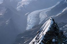 Photo Alpinistes au sommet du mont Cervin - Yann Arthus-Bertrand - YellowKorner