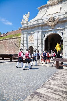 Ciudad de Alba Iulia, Rumania - Alba Iulia es la capital del distrito de Alba, en Transilvania, Rumania. Está situada a orillas del río Mureş, Bulgaria, Romania Facts, Costume Castle, Visit Romania, Cinema Theatre, Bucharest Romania, Lugano, Mountain Resort, Beautiful Places To Visit