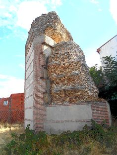 Torre en ruinas entre las Puertas de Medina y Cantalapiedra.