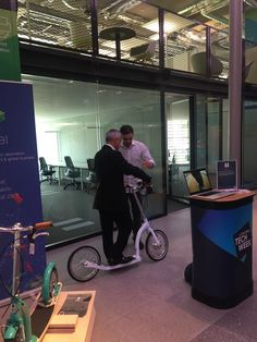Mr Swifty showing Mayor of London how to use SwiftyONE Electric