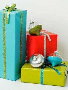 Make Your Holidays: 8 ways to decorate glass ornaments