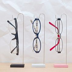Frame Display, Display Design, Glasses Shop, Optical Shop, Retail Store Design, Visual Merchandising, Eyewear, Cool Stuff, Display Stands