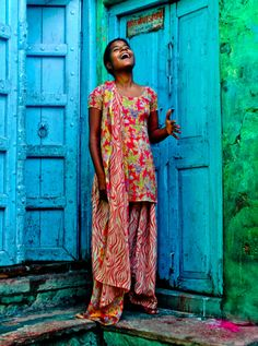 kommaar:    Colors of India  May all the beautiful women of India - and everywhere around the world - be SAFE always!