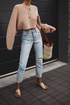 You love jeans but so how do you choose the right style for you? Mom jeans high waisted jeans skinny jeans boyfriend jeans so many amazing options. Your jeans guide to decoding which style will best suit you and wear to buy them. Trendy Outfits, Cute Outfits, Fashion Outfits, Womens Fashion, Trendy Jeans, Mom Outfits, Stylish Jeans, Fashion Trends, Amazing Outfits