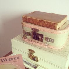 box and vintage suitcase