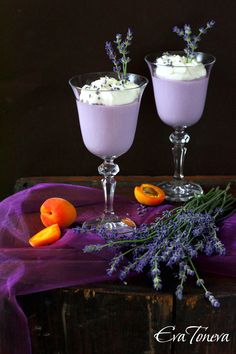 Lavender mousse -- This recipe is written in Bulgarian. I used Google Translate to put in English for me. Also, lavender dishes are usually too strong flavored for me. I plan to use half a tablespoon of fresh for my first batch and move up from there. Just Desserts, Delicious Desserts, Yummy Food, Lavender Recipes, Culinary Lavender, Purple Food, Flower Food, Edible Flowers, Sweet Recipes