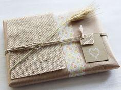 Ideas para envolver regalos con papel kraft. Tela de saco