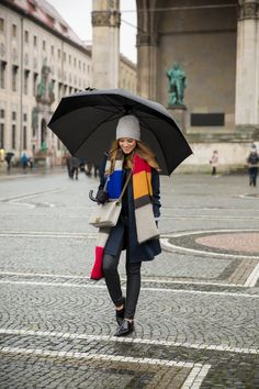 With April showers quickly approaching, we wanted to share a few tips on how to dress for a rainy day for our readers who rarely get to see a light drizzle, let alone a total downpour, or anyone who needs a little extra inspiration for this weather! Night Outfits, Cool Outfits, Casual Outfits, Fashion Outfits, Rain Outfits, Fashion Tips, Daily Fashion, Women's Fashion, Fall Winter Outfits