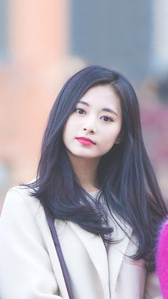 She finally fell in love with someone who makes chaos in her life. Nayeon, Kpop Girl Groups, Korean Girl Groups, Kpop Girls, Redhead Girl, Brunette Girl, Pretty Asian, Beautiful Asian Girls, Twice Tzuyu
