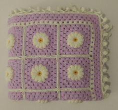 Kostenloser Versand handgestrickte Babydecke Daisy Flower Muster, häkeln Oma Square afghanische Baby-Decke, lila gelb weiß.Größe: 80 x 95 cm - 32 x 38 Zoll  Gestrickt mit der feinsten und weichsten Garne, die für Babys geeignet sind.63,38 Euro.