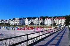 Seeheilbad Bansin auf der Insel Usedom  mit großem, breitem Strand ideal für Familienurlaub mit Kindern geeignet.