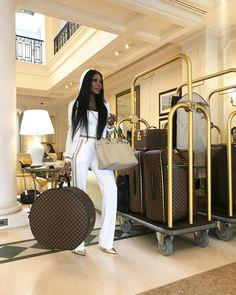 Pinterest: baddestbihhhhhh Giada De Laurentiis, Luxury Lifestyle Fashion, Luxury Fashion, Boujee Lifestyle, Womens Fashion, Skinny, Jet Set, Bougie Black Girl, Tips Fitness