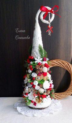 Cone Christmas Trees, Christmas Love, Xmas Ornaments, Christmas Holidays, Christmas Wreaths, Xmas Tree, Christmas 2019, Christmas Arrangements, Christmas Centerpieces