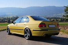 BMW E39 Yellow