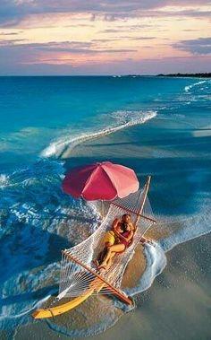 Beaches - détente dans un hamac dans l'eau