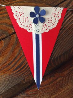 Hjerteboden - papir & sånt -: 17. mai inspirasjon med DT-Rita 17. Mai, Sons Of Norway, Diy For Kids, Crafts For Kids, Norwegian Flag, Norway Viking, Diy And Crafts, Arts And Crafts, Patriotic Crafts