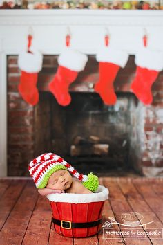 LOVE this Christmas / December baby photo. Newborn baby Christmas photo wood floor in front of fireplace with stockings hanging in the background. Cute Baby Pictures, Newborn Pictures, Newborn Pics, Babies First Christmas, Christmas Baby, Xmas, Newborn Christmas Pictures, December Baby, Foto Baby