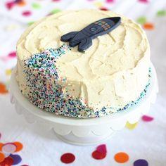 Raketenkuchen Space Party, Easy Boy Birthday Cake, Easy Birthday Cake Recipes, Easy Kids Birthday Cakes, Birthday Decorations, 26th Birthday, Birthday Ideas, Rocket Cake, Cakes For Boys