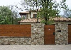 Marvelous Stone Fence Design Ideas for Front Yard backyard design diy ideas Modern Front Yard, Front Yard Fence, Diy Fence, Modern Fence, Backyard Fences, Fenced In Yard, Fence Ideas, Yard Fencing, Yard Ideas