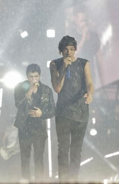 Louis Tomlinson Wet During A Concert