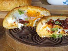 Φουρνιστό πρωινό με αυγό και μπέικον