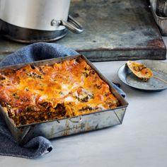 Pinaatti-lehtikaalilasagne Veggie Recipes, Healthy Recipes, Veggie Food, Healthy Food, Some Recipe, Fodmap, Butcher Block Cutting Board, Veggies, Pasta