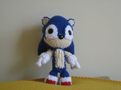 free Sonic the Hedgehog free crochet pattern by The Golden Jelly Bean