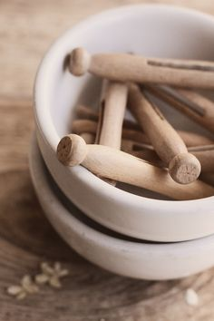 Ironstone and Vintage Clothes Pins What A Nice Day, Co2 Neutral, Doing Laundry, Laundry Art, Laundry Rooms, Plastic Waste, Slow Living, Mortar And Pestle, Green Life