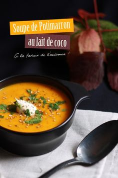 Cream of pumpkin soup with coconut milk - gourmandises - Raw Food Recipes Raw Food Recipes, Soup Recipes, Vegetarian Recipes, Healthy Recipes, Vegan Food, Recipies, Cream Of Pumpkin Soup, Coconut Milk Soup, Coconut Cream