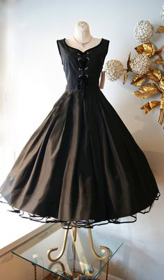 robe 50 s / Vintage des années 1950 Sexy dentelle noir parti robe avec jupe ample
