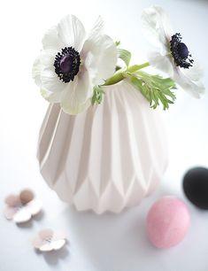 anemonen in bloomingville vase http://www.wunderschoen-gemacht.de/shop/vasen/498-keramikvase-hellrosa-gerippt.html