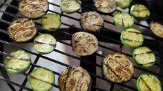 Une recette de salade de courgettes grillées présentée sur zeste.tv