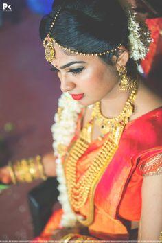 Trendy Wedding Photos Getting Ready The Bride Style Bridal Makeup Looks, Indian Bridal Makeup, Bridal Beauty, Wedding Hairstyles Tutorial, Bride Hairstyles, South Indian Bride Hairstyle, Kerala Bride, Wedding Makeup Artist, Allure Bridal