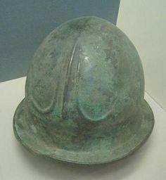 """Elmo etrusco tipo """"a campana"""", Allard Pierson Museum"""