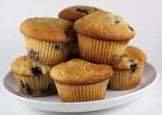 Aprende en unos sencillos pasos cómo hacer tus propias muffins. Con unos pocos ingredientes fáciles de encontrar podras preparar un postre rico y delicioso.