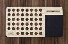 Slate est une station de travail moderne assez ingénieuse, réalisée par la marque d'accessoires en bois, iSkelter. Cette tablette nomade permet aux usagers
