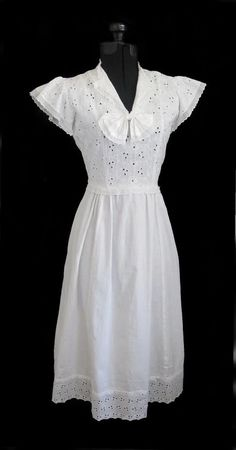 Vintage 40's White Eyelet Dress 1940s Clothes, Classy Clothes, Beautiful Clothes, Classy Outfits, Beautiful Outfits, Vintage Glamour, Vintage Shoes, Vintage Dresses, Vintage Outfits