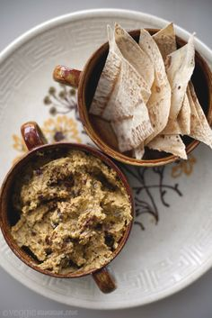 Roasted eggplant is so delicious, especially with curry spices, and makes an amazingly rich tasty eggplant hummus, that even non-eggplant eaters will enjoy Vegan Foods, Vegan Recipes, Cooking Recipes, Guacamole, Eggplant Hummus, Hummus Recipe, Chips Recipe, Tasty, Yummy Food