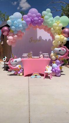 Unicorn Themed Birthday Party, Unicorn Party, 1st Birthday Parties, Birthday Balloon Decorations, Birthday Balloons, Fiesta Color, Unicorn Balloon, Maila, Custom Balloons