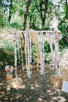 ceremony backdrop ideas #ceremonybackdrop #weddingceremonydecor #weddingchicks http://www.weddingchicks.com/2014/04/22/breezy-beautiful-picnic-wedding/