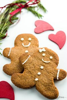 Sugar-free Gingerbread Cookies (Low Carb Paleo) - This sugar-free gingerbread cookies recipe uses just 5 ingredients plus a few spices. It's also low carb paleo and gluten-free. Gluten Free Christmas Cookies, Xmas Cookies, Fun Cookies, Christmas Desserts, Holiday Treats, Christmas Recipes, Holiday Recipes, Gluten Free Gingerbread Cookies, Keto Holiday