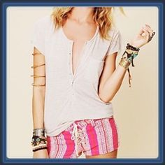 ♣️ Free People Ex-boyfriend T-shirt peach Medium This is a Free People short sleeve t-shirt. It is the style Ex-boyfriend. Color is peach and size medium. An oversized, scoop-neck tee in burnout jersey. The raw edges and a buttoned half-placket add casual style.  Fabric: Burnout jersey. 55% cotton/35% polyester/10% rayon. Wash cold. TradesModeling ✅Smoke free home✅  ✅Offers considered✅ Please use the blue 'offer' button to submit an offer.   Bundle 2 or more items for an automatic 15%…